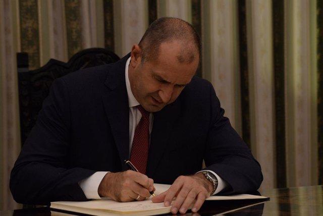 """Bulgaria.- El presidente de Bulgaria veta el voto por correo para """"reducir el ca"""