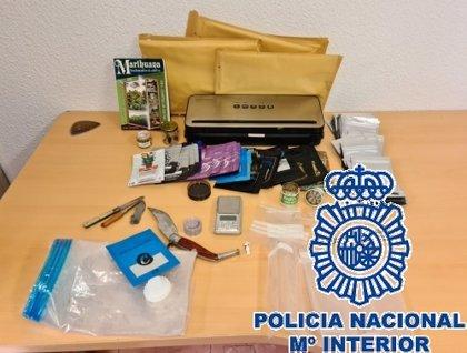 Detenidos tres jóvenes relacionados con un paquete de marihuana enviado desde Málaga a Pamplona