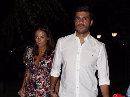 """Paula Echevarría felicita a su Miguel """"favorito"""" con una romántica fotografía en la que presume de futuro papá"""