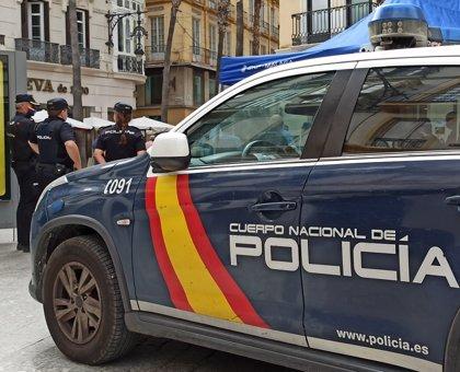 Detenido un hombre por romper los retrovisores de cuatro coches aparcados en una calle de Móstoles