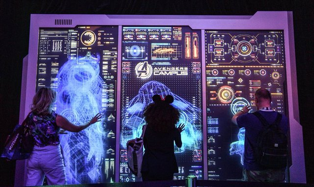 23 August 2019, US, Anaheim: Visitors checks out a hands-free touch display during the D23 Expo 2019. Photo: Jeff Gritchen/Orange County Register via ZUMA/dpa