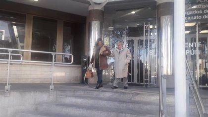 La joven que okupó la casa de su abuelo se sienta en el banquillo de nuevo tras ordenarse la repetición del juicio