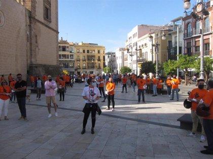 Unos 200 hosteleros se manifiestan en Badajoz contra las restricciones en el sector