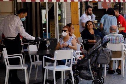 Salud detecta un ligero descenso en los contagios esta semana y espera que la tendencia se consolide