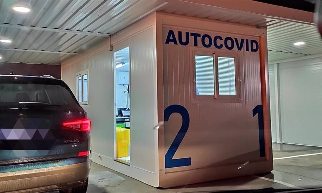 Puesto de Autocovid en Oviedo.