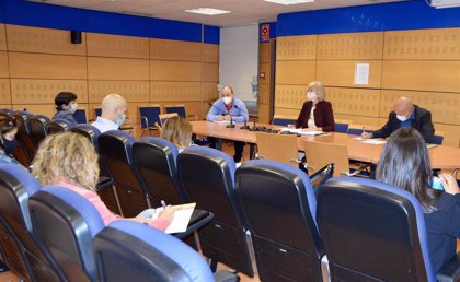 """Educación y sindicatos acuerdan crear cuatro grupos de trabajo para establecer """"mejoras"""" en los centros"""