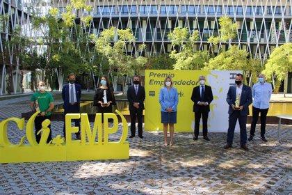 Martínez Vidal entrega el Premio Emprendedor del Año Info-CLH a la empresa Planificación Quirúrgica