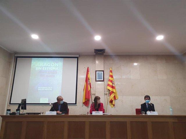 El presidente del Forún, Carlos Iglesis; la consejera de Sanidad, Sira Repollés, y el alcalde de Huesca, Luis Felipe