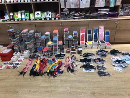 La Policía Local de Santa Cruz interviene más de un millar de productos falsificados
