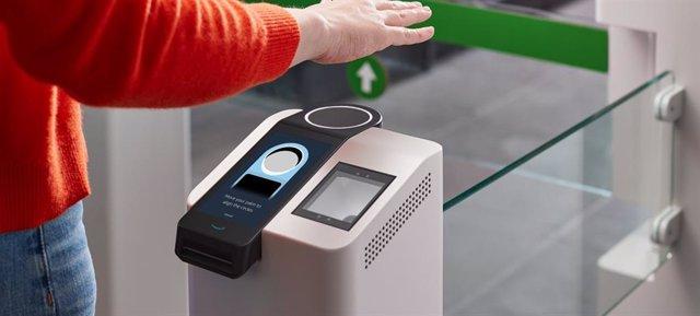 Amazon One, el sistema presentado por Amazon para pagar con la palma de la mano