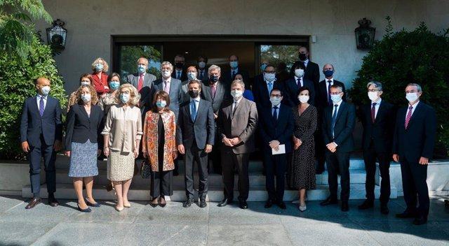 Casado defiende la monarquía ante los 27 embajadores de UE en medio de la polémi