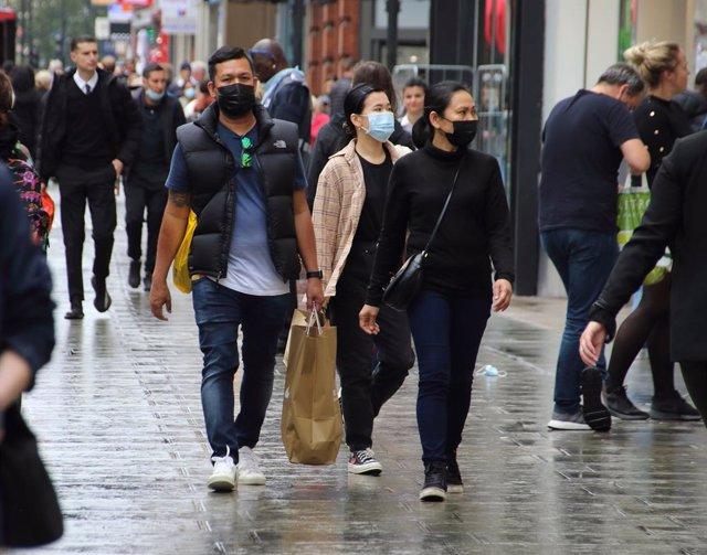 Coronavirus.- Reino Unido bate su récord de contagios con más de 7.100 casos de