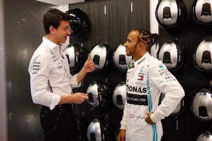 """Wolff: """"Mercedes seguirá rindiendo, ni una pulgada menos, si nos vamos Hamilton o yo"""""""