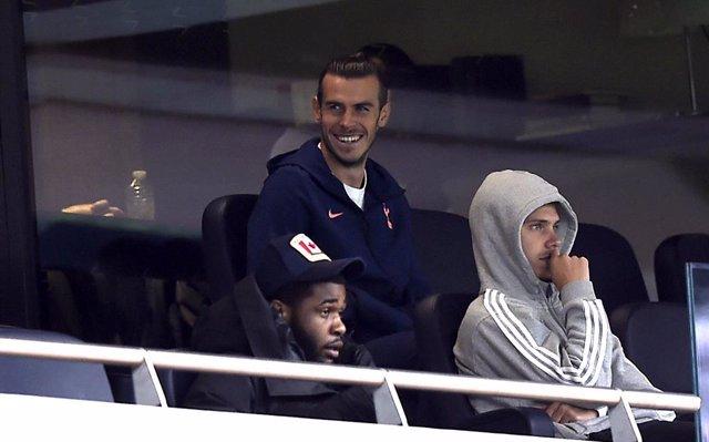 Gareth Bale en la grada del Tottenham Hotspur Stadium