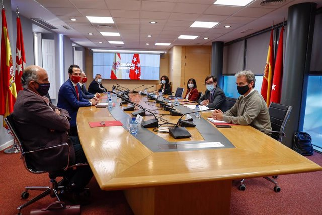 Reunión del Grupo Covid-19 para frenar la evolución de la pandemia en Madrid, en la Real Casa de Postas