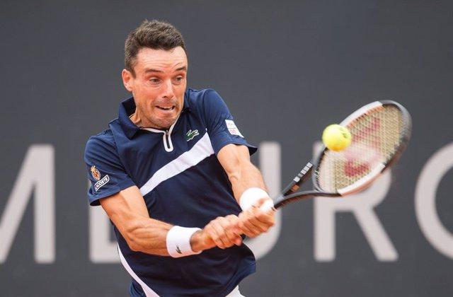 Tenis/Roland Garros.- Bautista supera el estreno ante Gasquet y Djokovic entra f
