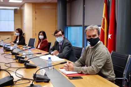 El acuerdo entre Gobierno y Madrid implicará limitar la movilidad en toda la capital si lo avalan las CCAA