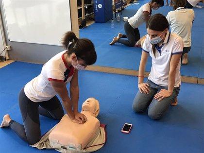 La selección nacional de karate realiza una formación de cardioprotección en el CAR de Madrid