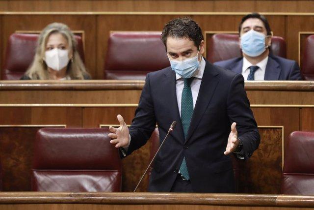 """VÍDEO: PP acusa a Sánchez de no defender a la monarquía: """"Los insultos para el R"""
