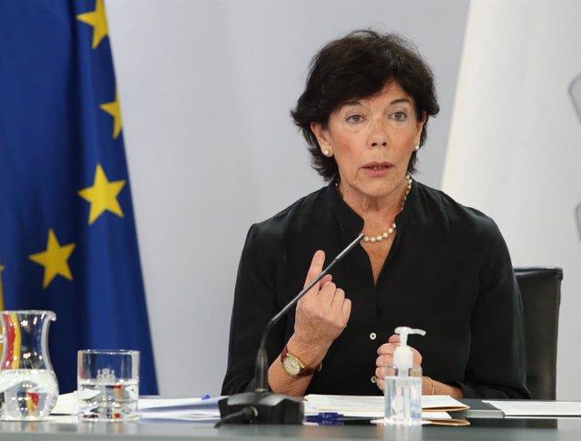 La ministra d'Educació i Formació Professional, Isabel Celaá, intervé en la roda de premsa posterior a la reunió interministerial conjunta d'Educació i Sanitat del passat 24 de setembre