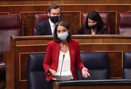Maroto asegura que el Gobierno está comprometido con Canarias y Oramas le insta a hacer test en origen