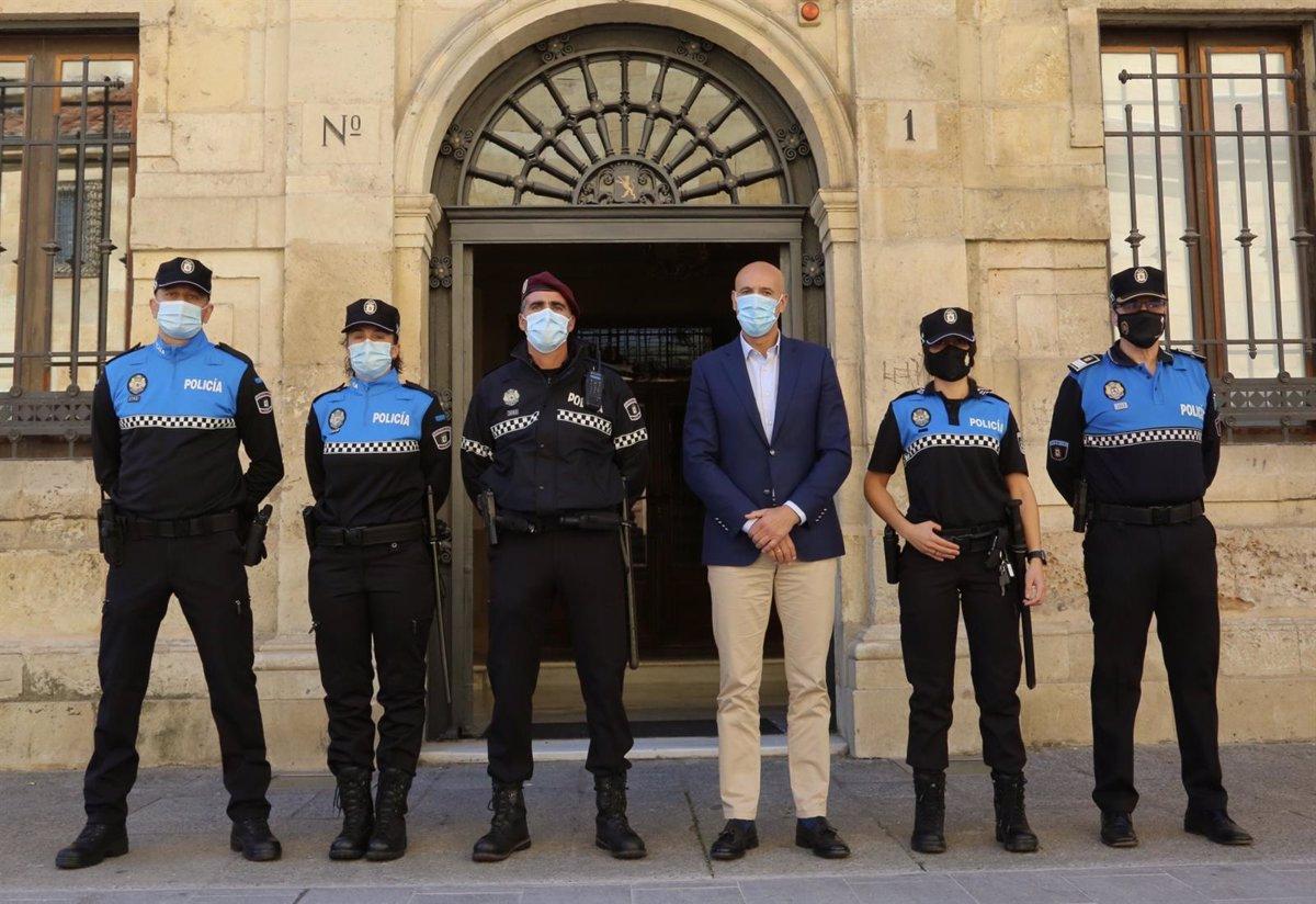 El Ayuntamiento De León Renueva La Uniformidad De La Policía Local Con Una Inversión De 968 000 Euros