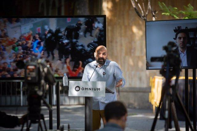Conferència de premsa de Marcel Mauri (Òmnium) per presentar la campanya sobre les càrregues de l'1-O