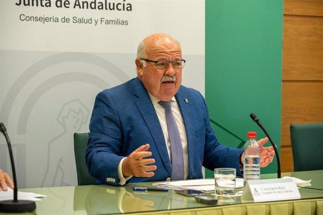 Ell consejero de Salud y Familias, Jesús Aguirre, en una imagen de archivo durante una rueda de prensa