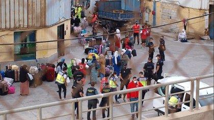 Marruecos repatría a 100 mujeres y niños desde Ceuta, donde permanecen otros 350 súbditos que quieren regresar
