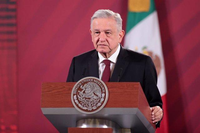 México.- López Obrador amaga con dimitir si se manifiestan más de 100.000 person
