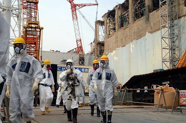 Visita de técnicos de la AIEA a la central de Fukushima en 2013