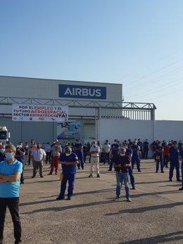 Concentración de la plantilla de Airbus en la factoría de Tablada (Sevilla), en una Imagen del 14 de julio.