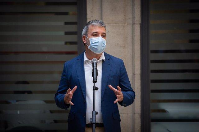 El primer tinent d'alcalde de Barcelona, Jaume Collboni, ofereix una roda de premsa després de la seva visita a l'ampliació de l'oficina de Recepció de Denúncies de la Comissaria de la Guàrdia Urbana a Ciutat Vella, a Barcelona, Catalunya (Espanya), a 27