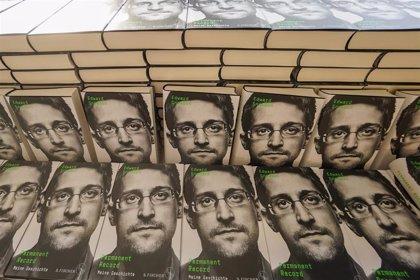 Un tribunal ordena a Snowden a entregar al Gobierno de EEUU los beneficios obtenidos por la venta de su libro