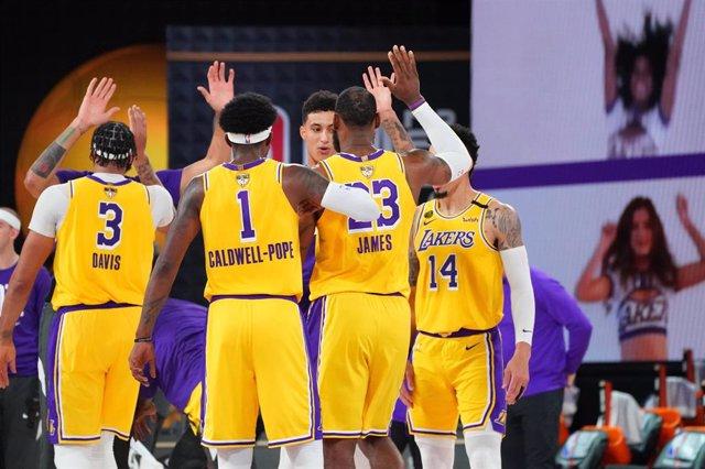 Baloncesto/NBA.- Los Lakers abruman a Miami en la apertura de las Finales