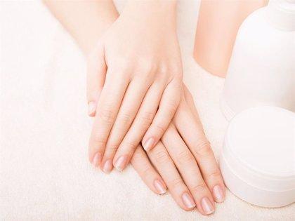 Os contamos cómo fortalecer, con un sencillo gesto, las uñas débiles y quebradizas