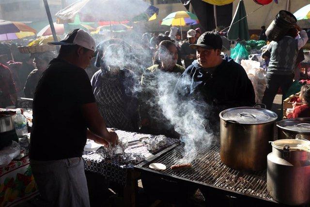 Mercado en Almolonga, Guatemala