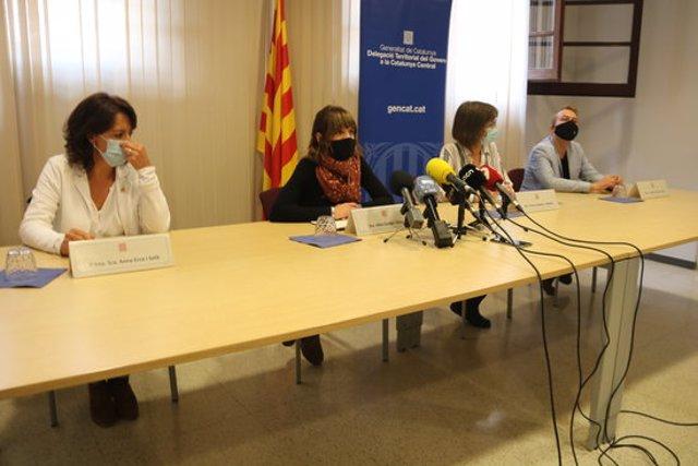 Pla general dels representants de Vic i Manlleu, Generalitat i CatSalut durant l'atenció a mitjans l'1 d'octubre del 2020. (horitzontal)