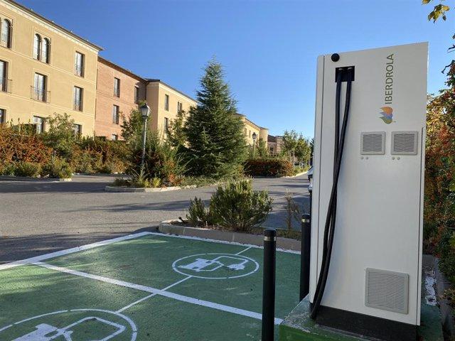 Imagen de un punto de recarga para coche eléctrico.