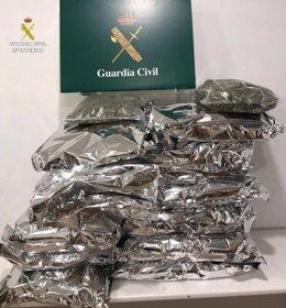Pla mitjà de les bosses de marihuana intervingudes per la Guàrdia Civil en una foto publicada aquest dijous 1 d'octubre de 2020. (Horitzontal)