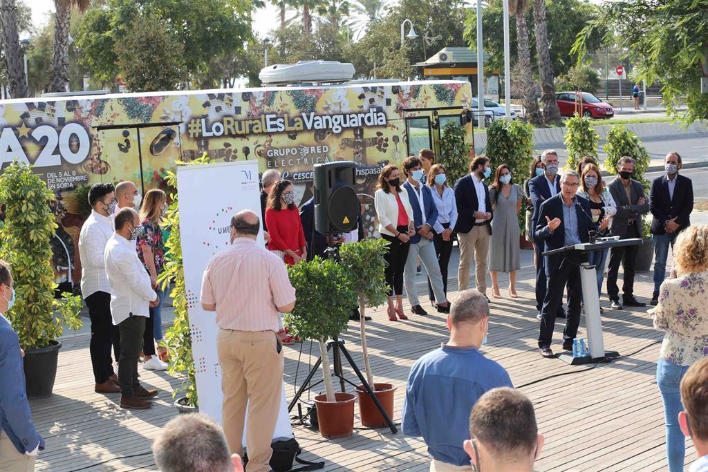Un autobús contra la despoblación recorre Málaga y visibiliza a los grandes talentos del mundo rural 2