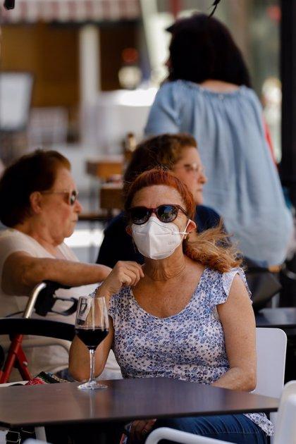 Salud espera un descenso en la curva de contagios por Covid, que afecta cada vez a población más joven
