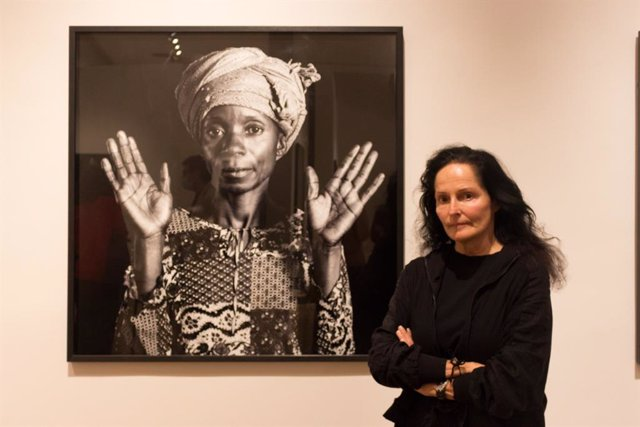 La Col·lecció Martínez Guerricabeitia presenta en La Nau la exposición de Isabel Muñoz 'Mujeres del Congo. El camino hacia la esperanza'