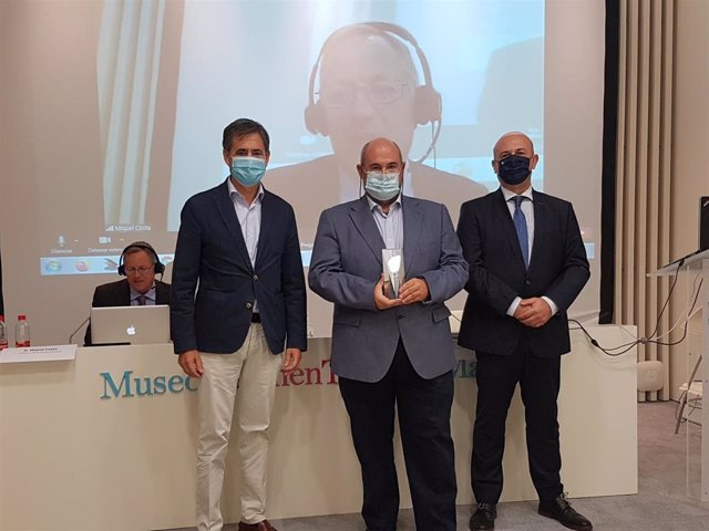 El presidente y vicepresidente de 'Keiretsu Forum Andalucía' entregan el premio a la empresa malagueña Finantiare-Newralers