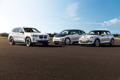 Más de 130.000 vehículos electrificados de BMW circularán por España en 2030