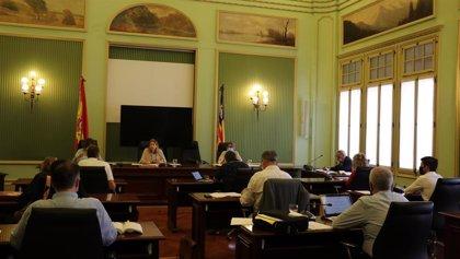 """El Parlament pide al Govern que adopte medidas """"de forma inmediata"""" para el comercio"""