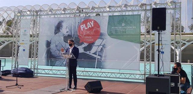 Francesc Colomer en la presentación de 'Play. Ciencia y música'