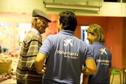Voluntarios de 'la Caixa' en Baleares ayudan a 60 personas mayores con actividades de fomento al envejecimiento activo