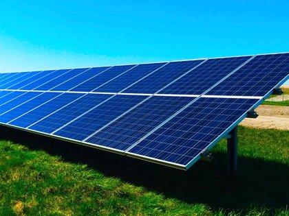 CaixaBank invierte 2.400 millones en proyectos de energía renovable hasta agosto
