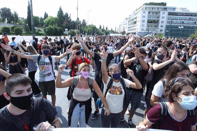 Grecia.- Registrados enfrentamientos entre la Policía griega y estudiantes duran